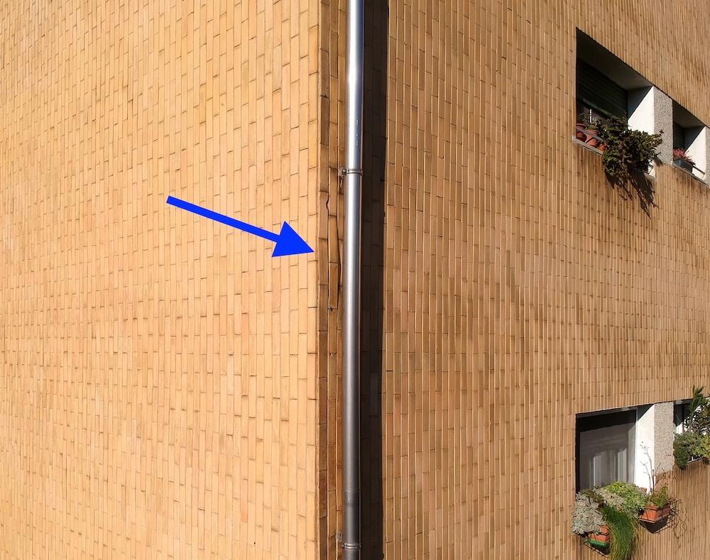 Dasù-monitoraggio-facciata-klinker-condominio-drone