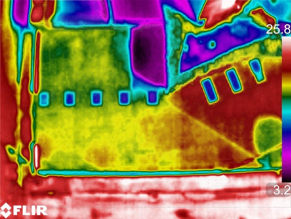 Ricerca Infiltrazioni d'acqua in un Condominio con Drone e Termocamera