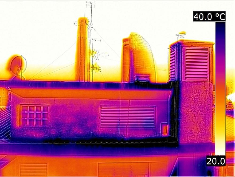 Termografia con Drone per la Ricerca di Distaccamenti su un Condominio di Milano