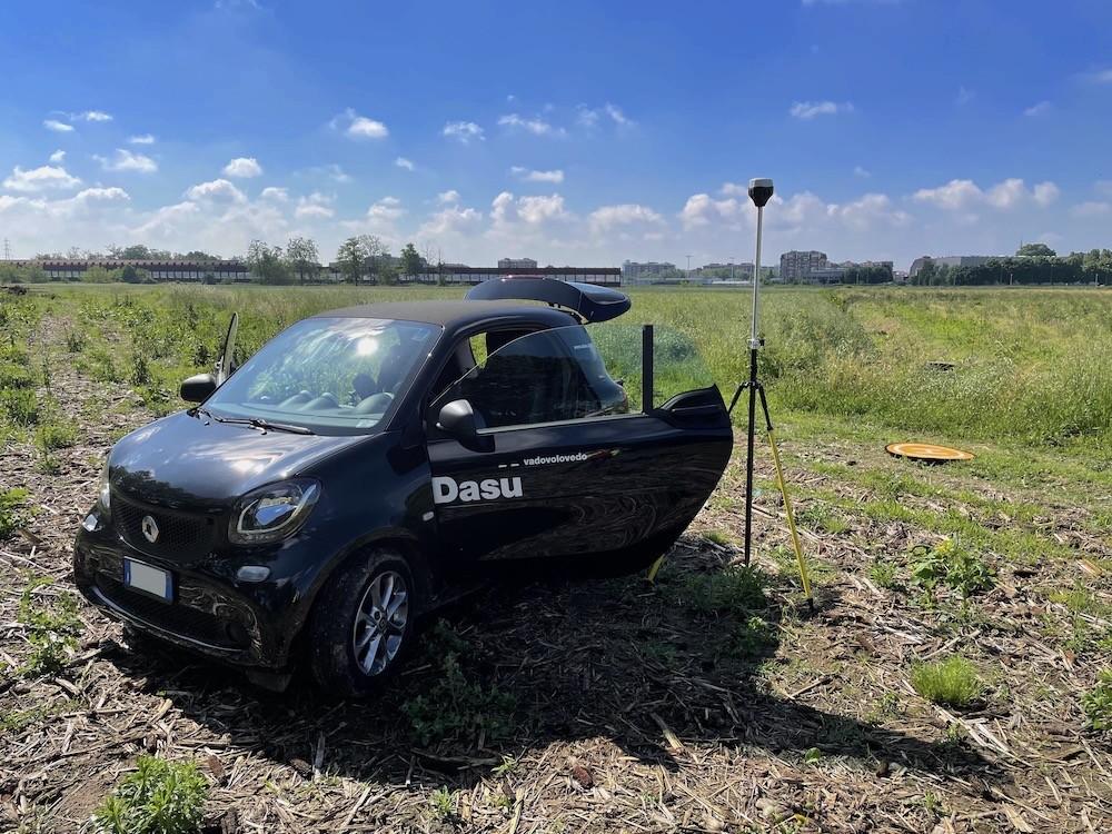 La DasùMobile durante un Rilievo con Drone di un Terreno Edificabile