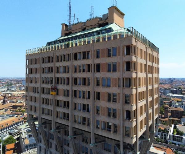 Riprese Aeree con Drone per la promozione aziendale di Rigger (Torre Velasca, Milano)